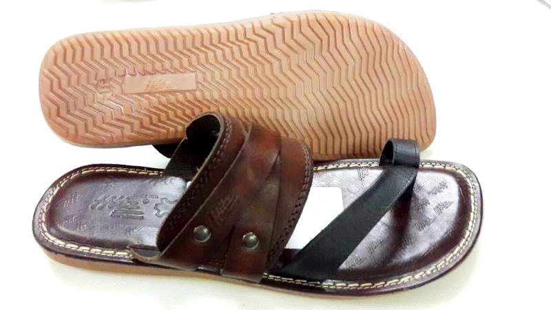 7ede690d8c2aaf Genuine Crust Leather Material with TPR Sole Stylish Chappals for Mens